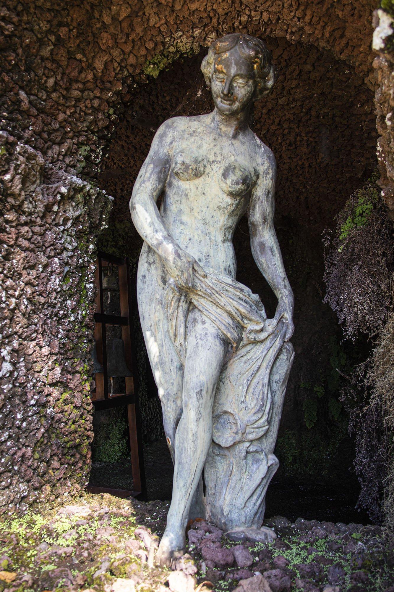 Statue in a Niche 2